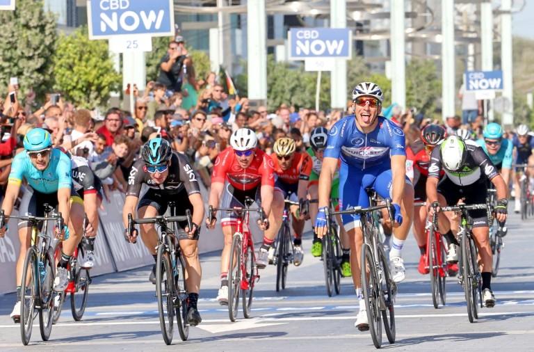 Marcel-Kittel-Dubai-Tour-blue-jersey-sprint-Mark-Cavendish-mechanical-pic-Ansa-RCS-Sport