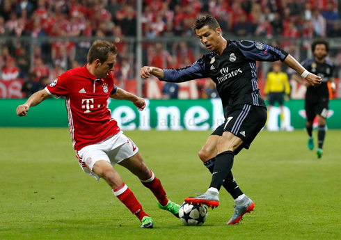 1210-cristiano-ronaldo-vs-lahm-in-bayern-munich-vs-real-madrid-in-2017