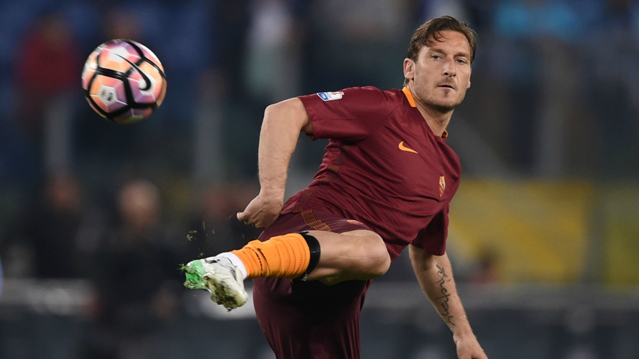 Totti Withdraws From Coaching Course After Two Weeks